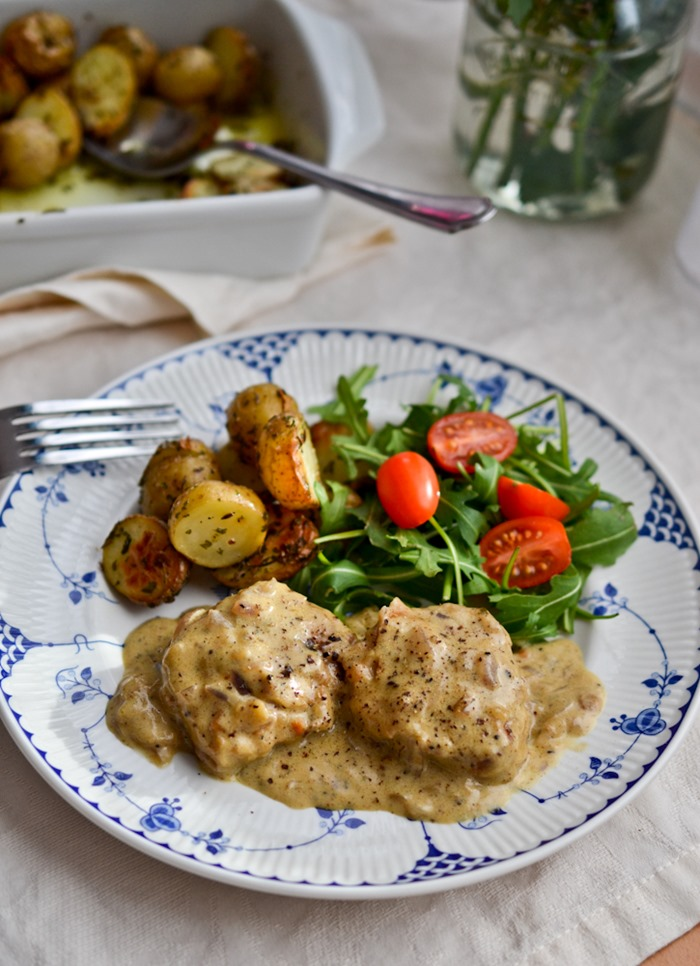 Pork Fillet Medallions with Cracked Pepper Sauce {healthinspirations.net}